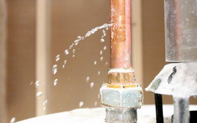 Comment colmater une fuite d'eau sous pression ?