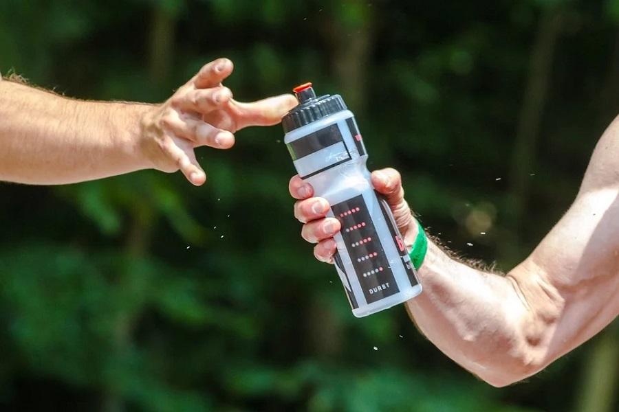 Quelle quantité d'eau boire quand on fait du sport ?